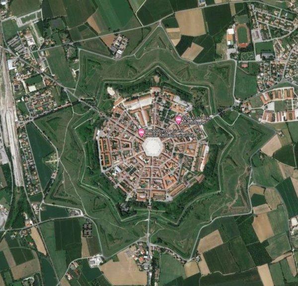 Пальманова — город в Италии в виде 9-угольной звезды