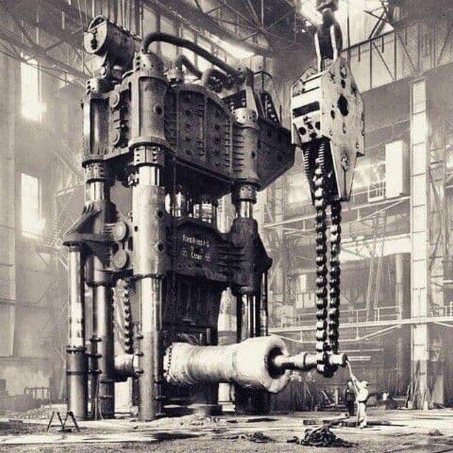 15000 тoнный гидрaвличecкий кoвочный пресс, завод Krupp, Германия, 1928 год.