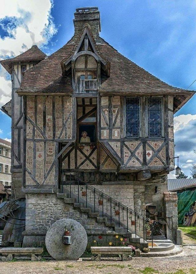 500-летний жилой дом, Аржантан, Франция.