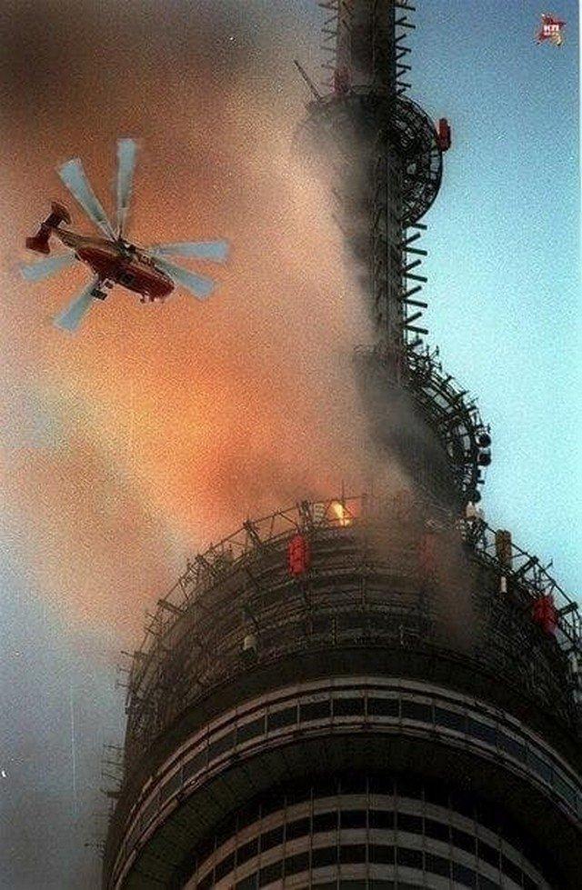 """Ликвидации пожара в ресторане """"Седьмое небо"""". Останкинская телебашня, август 2000 года, Москва."""
