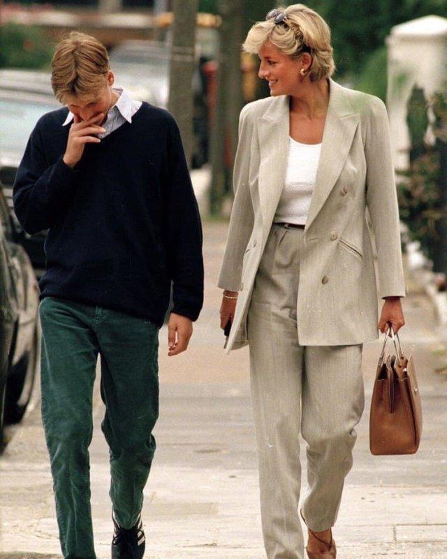 Последнее публичное фото Леди Дианы и Принца Уильяма вместе, 1997 год.