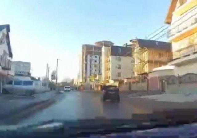 Эпичная погоня за маленькой машинкой с неадекватным водителем