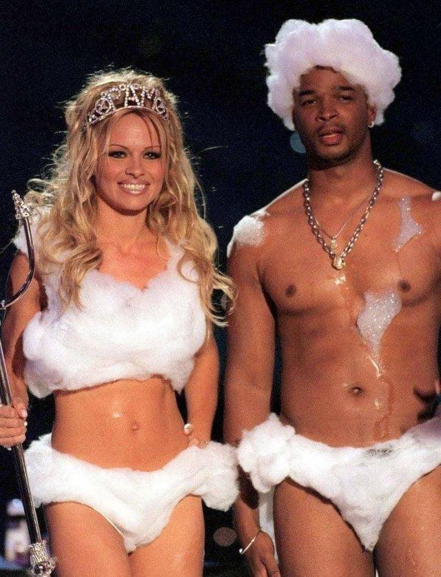 Памела Андерсон и Дэймон Уэйанс на вручении премии MTV, 1999 год