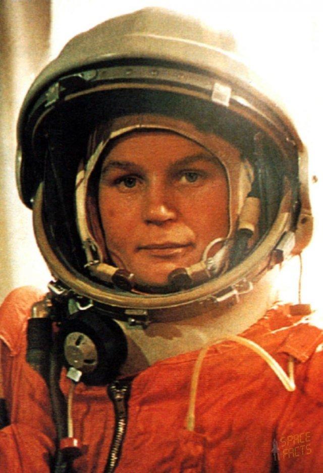 Первая женщина космонавт Валентина Терешкова перед вылетом на космическом корабле Восток-6, Байконур 1963 год