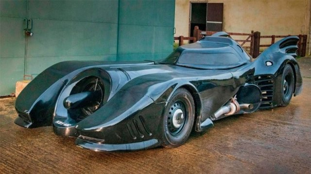 «Бэтмобиль» из старого Ford Mustang