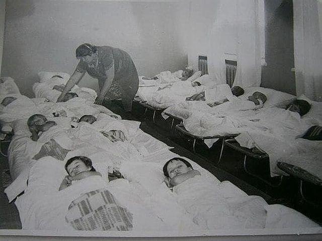 Тихий час в детском саду, 1990-е.