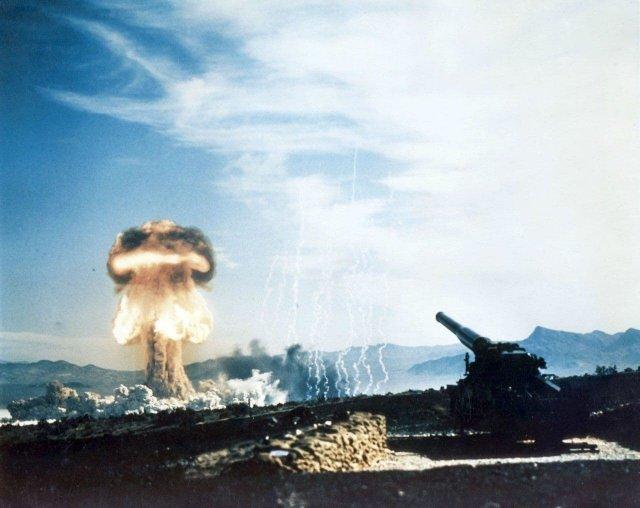 Испытание ядерного снаряда для ствольной артиллерии, Невада, начало 1950-х годов.