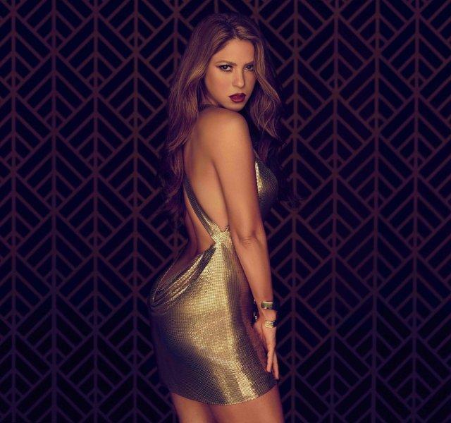 Шакира в золотом платье