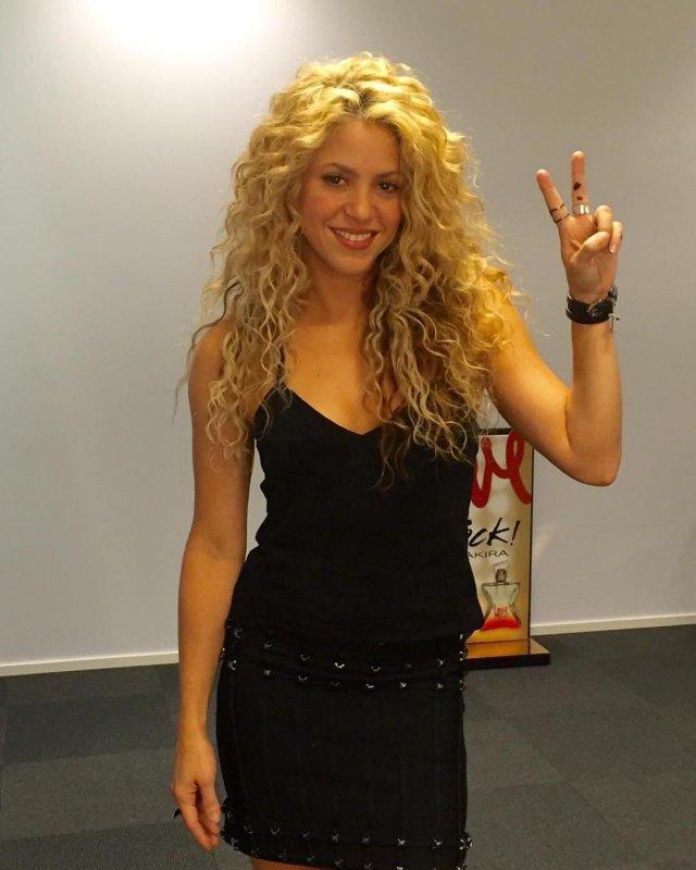 Шакира показывает виктори
