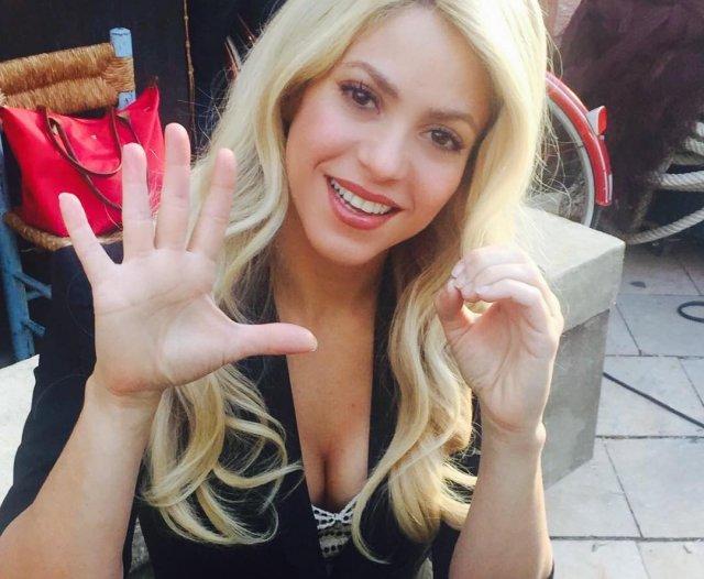 Шакира дает пять