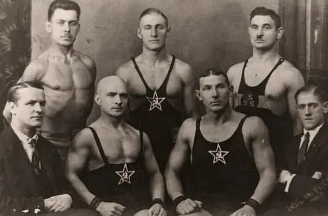 Coвeтские бopцы, Бapнаул, 1930-e.
