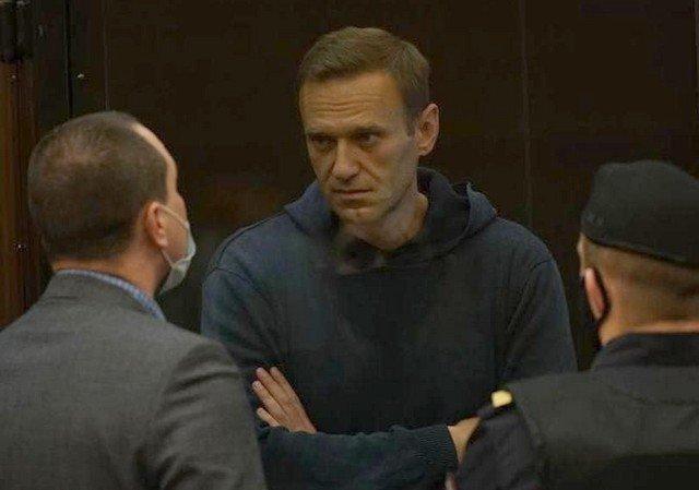 Алексея Навального отправили в колонию на 3,5 года