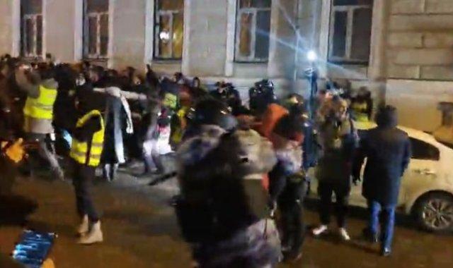 """""""Брянск-Север"""": Полицейский отпустил парня, произнесшего всего два слова"""