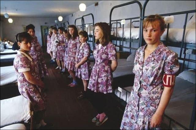 """Рязанская воспитательная колония, которую отправляют молодых """"ночных бабочек"""", 1994 год."""