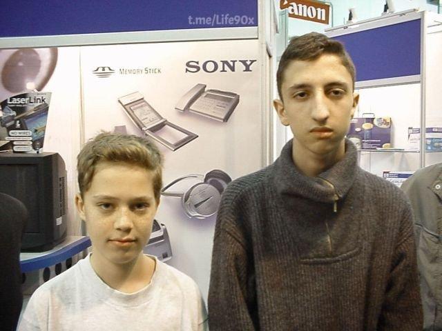 Будущий блогер Илья Варламов и будущий владелец Двача Нариман Намазов, Москва, 1999 год.