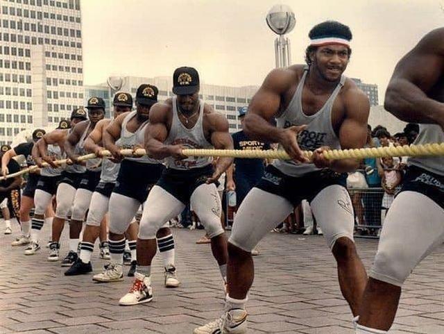 Команда полицейских Детройта по перетягиванию каната, 1991 год.