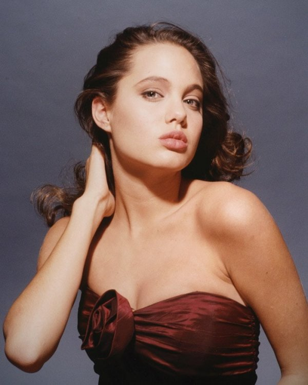 Анджелина Джоли в 1989 году