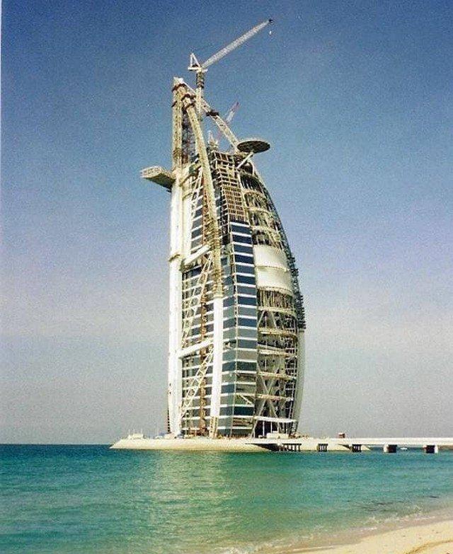 Строительство Burj al Arab, 1998 год
