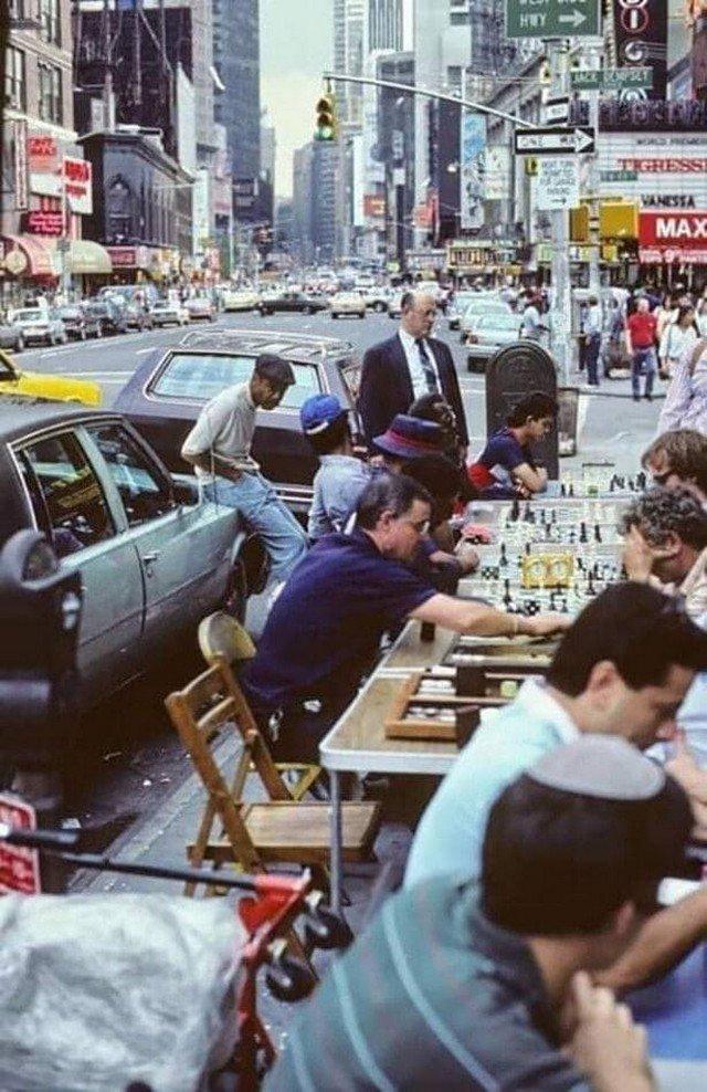 Игра в шахматы на Таймс-сквер, Нью-Йорк, 1986