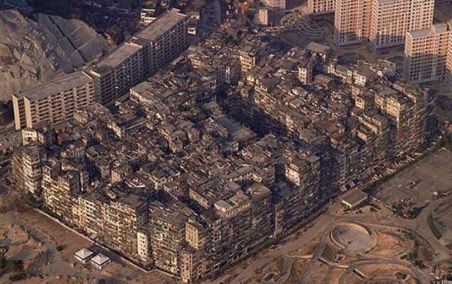 Город-крепость Коулун - это не контролируемое властями поселение в Гонконге, которое просуществовало до 1994 года.
