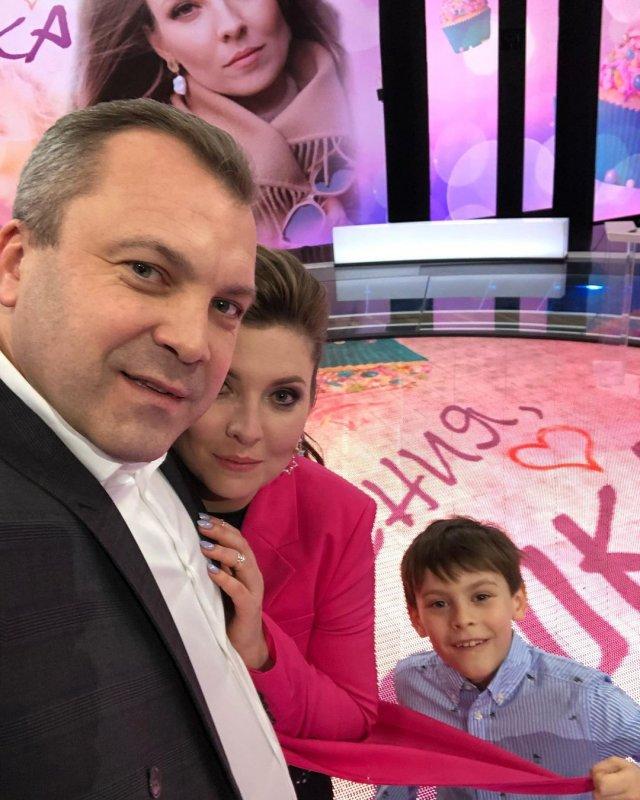 Евгений Попов, ведущий программы «60 минут» и муж Ольги Скабеевой н съемках