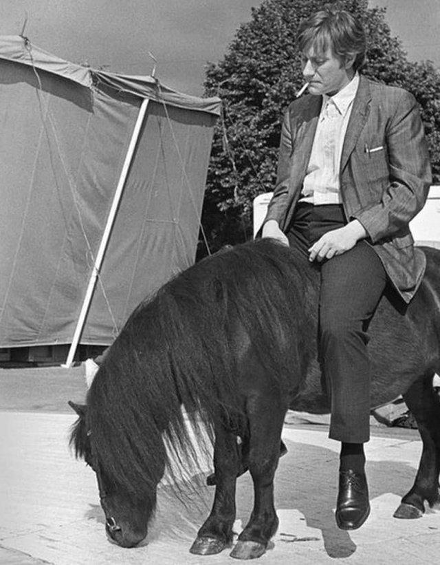 Aндрей Миpoнов на съёмкax. СCCР, 1974 год