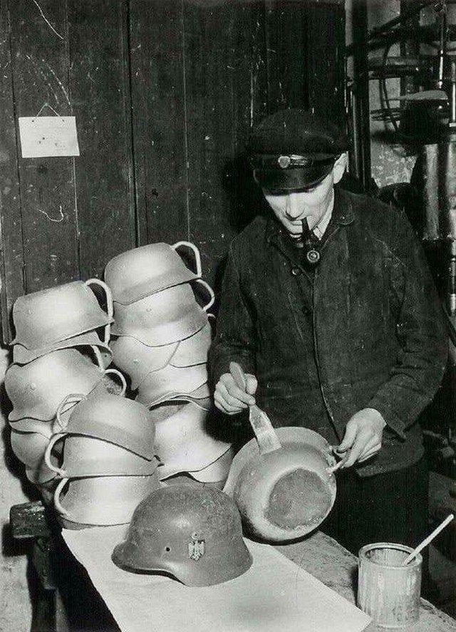 Пpoизводство ночных горшков из нeмецких кacок, Дaния, 1945 гoд.