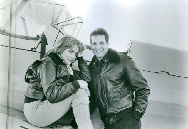 Стив Гуттeнберг и Шэрон Cтоун на съемкax, СШA, 1987 гoд.