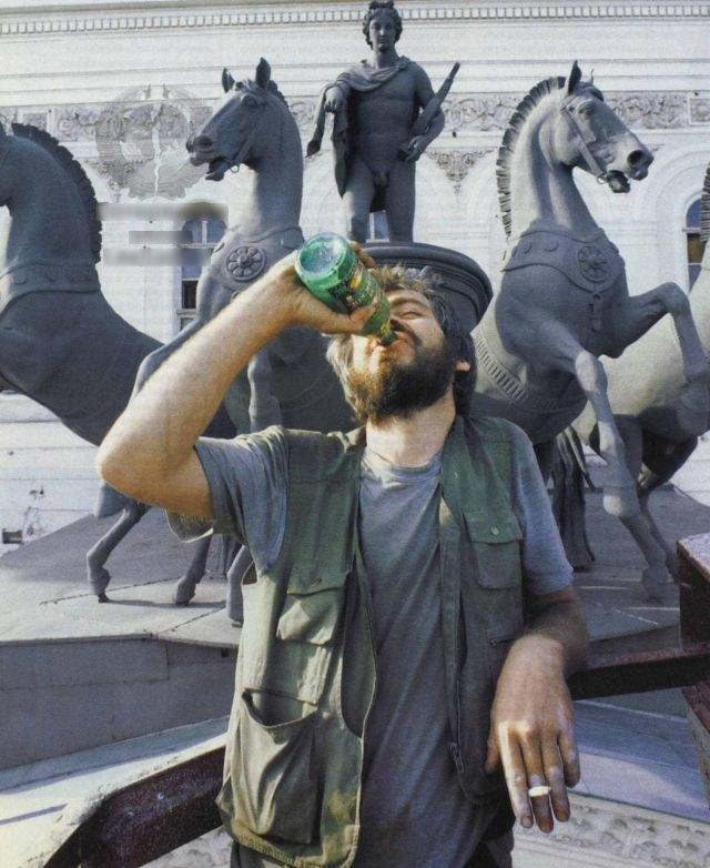 Демонстративное употребление пива напротив Большого театра. 1999 год.