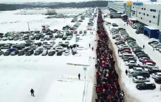 Глава компании «Сима-Ленд» Александр Симановский вывел сотрудников на странный патриотический марш