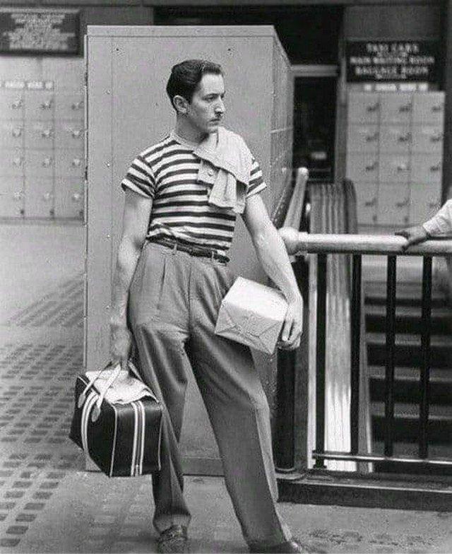 19-летний Уолт Дисней. В 1920-м году Дисней устроился на работу художником в студию кинорекламы, где начал создавать свои первый рекламные фильмы.