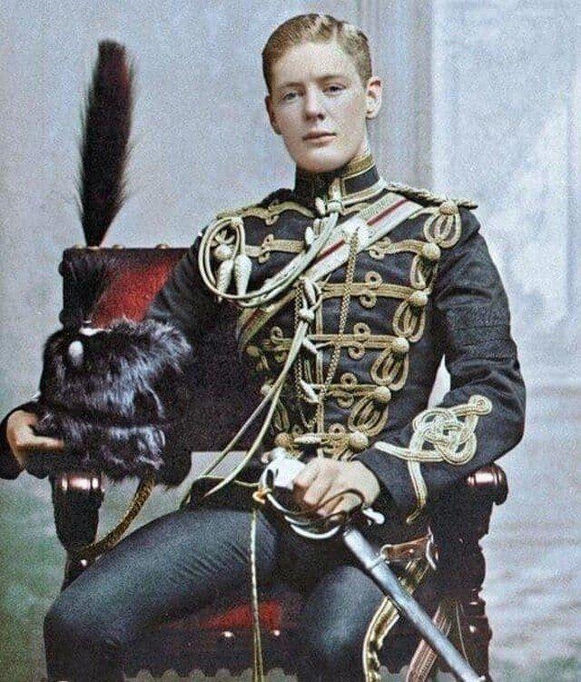 Молодой Уинстон Черчилль в составе 4-го её королевского величества гусарского полка. На фото ему 21 год.
