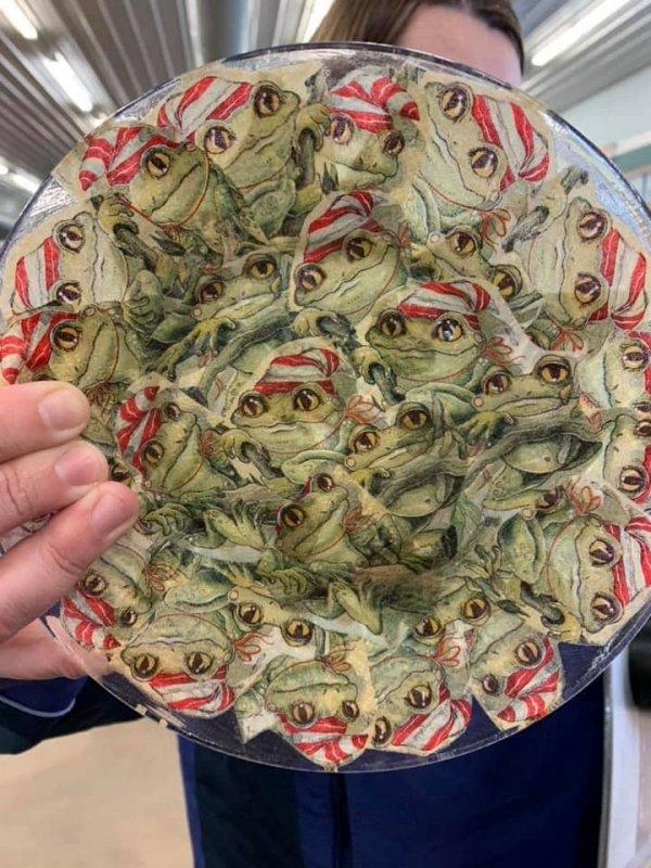 Любите ли вы жаб так же, как дизайнер этой тарелки?
