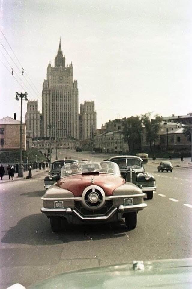 Спортивный автомобиль ЗИС-112/1 на улицах Москвы, 1956 г.