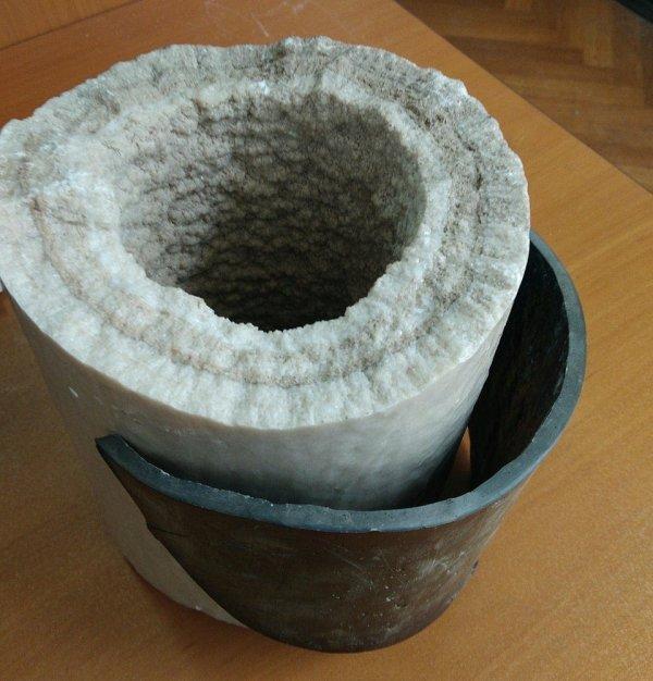 Так выглядят известковые отложения в водопроводной трубе. Пожалуй, пора менять трубы...