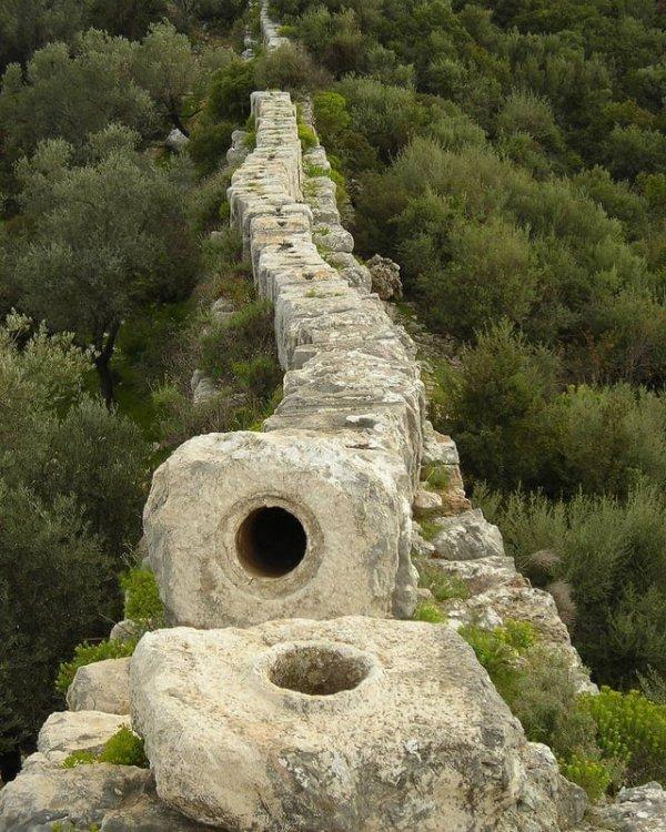 Старинный римский акведук изнутри