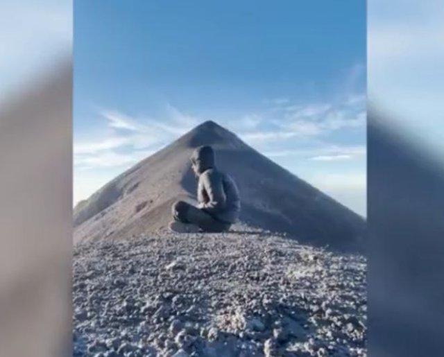 Парень из Гватемалы хотел снять процесс медитации, а снял извержение вулкана