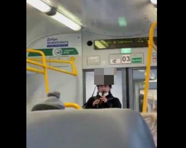 Очень необычный дуэт в автобусе