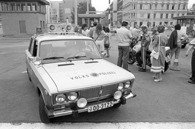 Народная полиция ГДР, Берлин, Фридрихштрассе, 1 июля 1990 года.