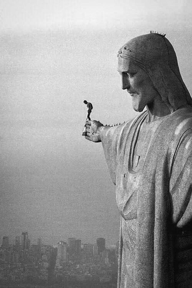 Прыжок Феликса Баумгартнера с руки статуи Христа-Искупителя
