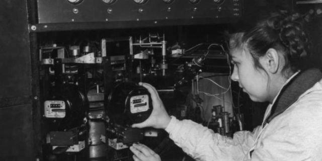 Контролер завода «Электросчетчик».  Декабрь 1957 года, Москва