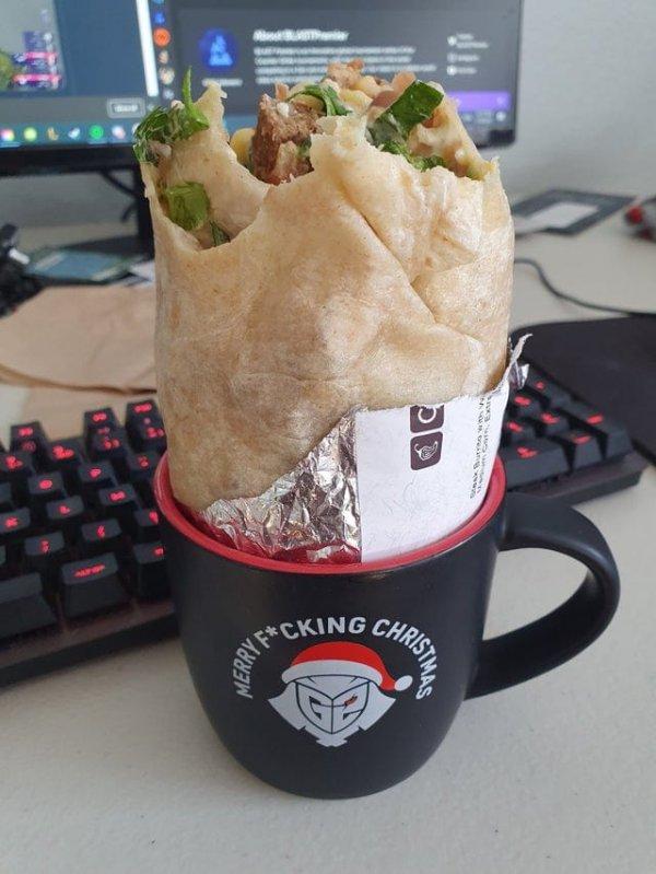 Кофейная кружка - идеальный держатель для буррито