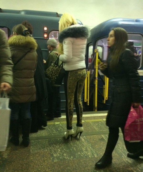 блондинка на каблуках