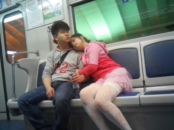 пара в метро