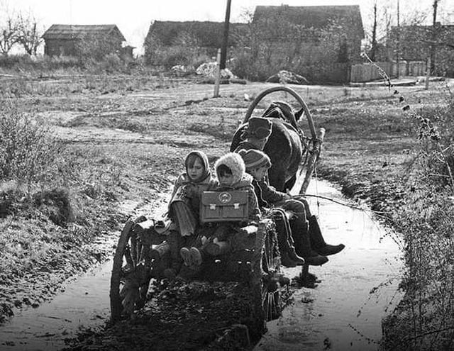Дорога в школу. СССР, Брянская область, 1989 год.