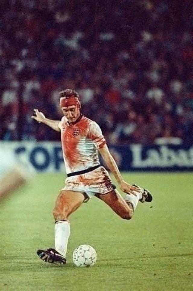 Отборочный матч ЧМ в Швеции. Терри Бутчер играл до финального свистка с разбитой головой, 1989 год.