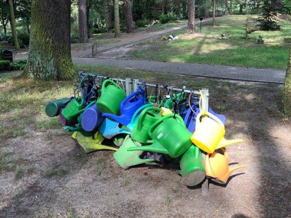 В Германии на кладбищах можно увидеть специальные рейки