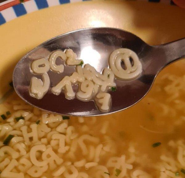 В Германии продается «алфавитный суп». В наборе можно найти даже значок @