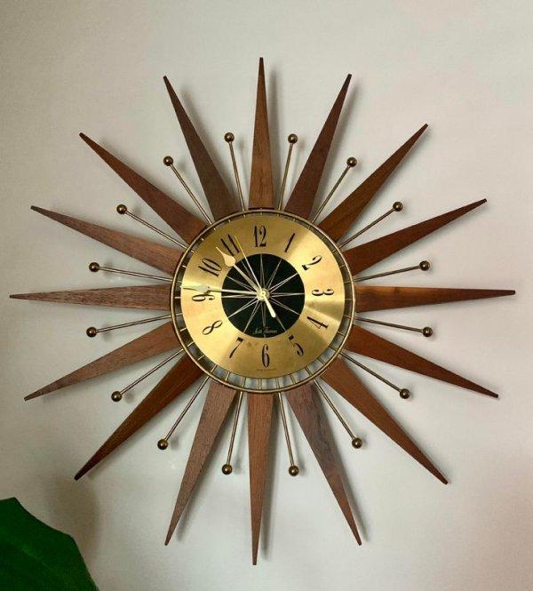 Эти все еще работающие часы достались мне в наследство от бабушки