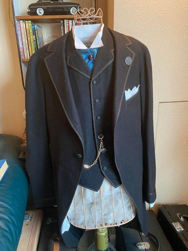 Этому костюму ровно 100 лет